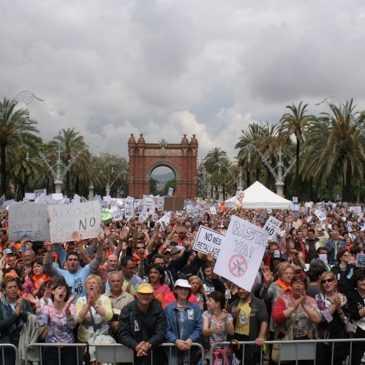 Fotografia d'una manifestació a Barcelona, Arc de triomf.