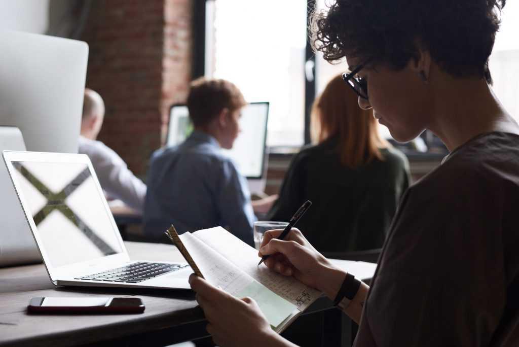 ¿Quieres hacer un doctorado en Comunicación en la UOC?