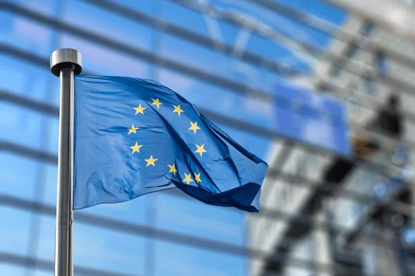 Fotogtafia d'una bandera europea