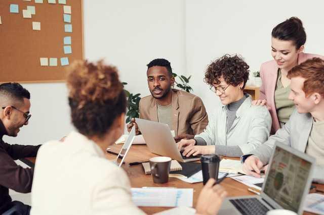 ¿Qué es la comunicación corporativa y cuáles son sus salidas profesionales?