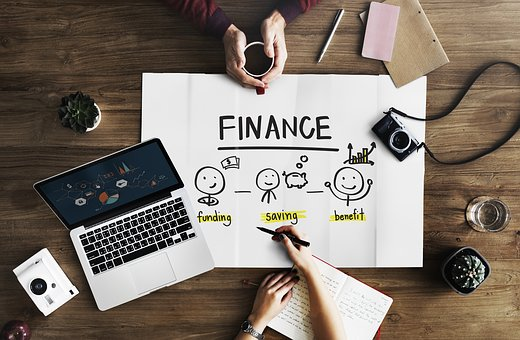 El desenvolupament de les finances col·laboratives i l'efecte de la capacitació financera, les relacions socials i la confiança