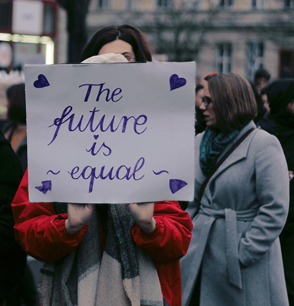 Las leyes aún limitan las oportunidades económicas de las mujeres