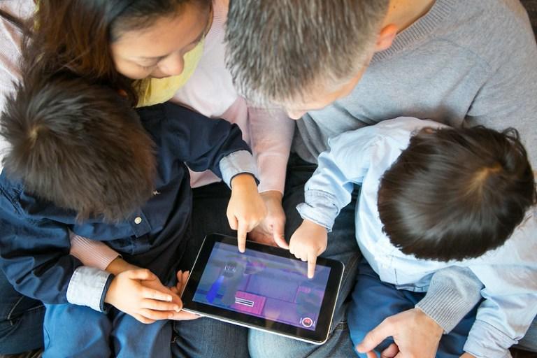 Com afecten les noves tecnologies digitals a la família?