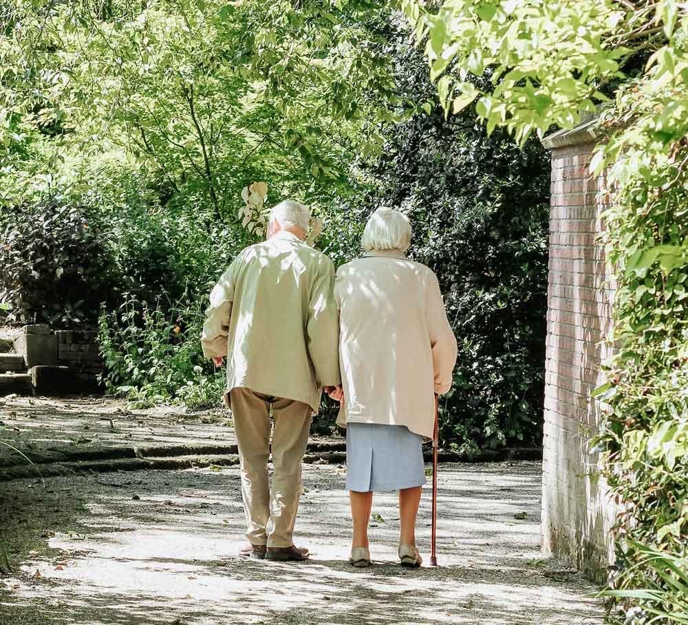 Envelliment a casa en temps de pandèmia: nous models de cures