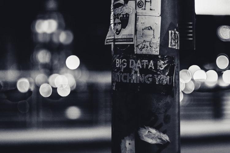 El problema de creernos libres en una sociedad digitalizada — Retos éticos y sociales