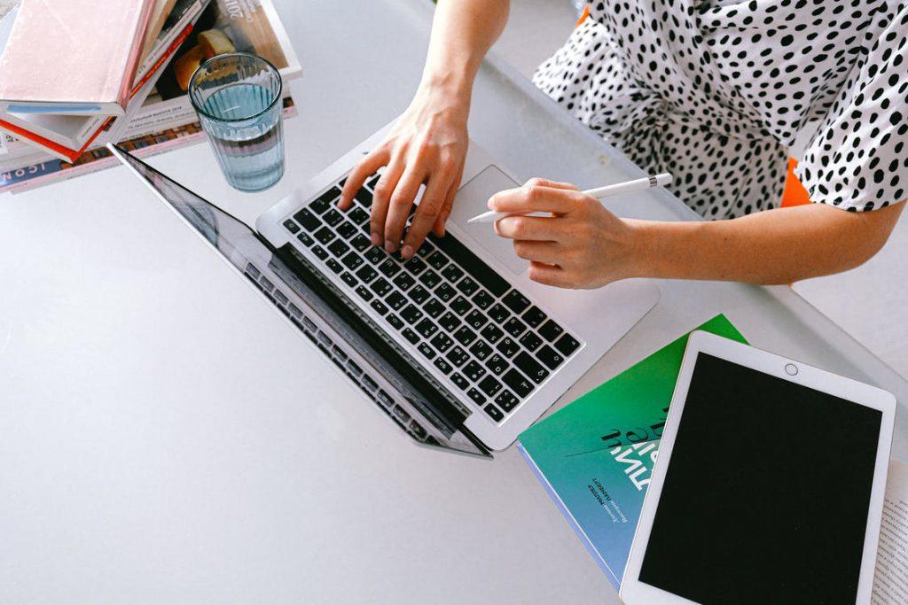 Herramientas de traducción automática para el traductor profesional