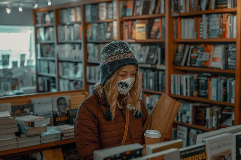 Noia llibreria