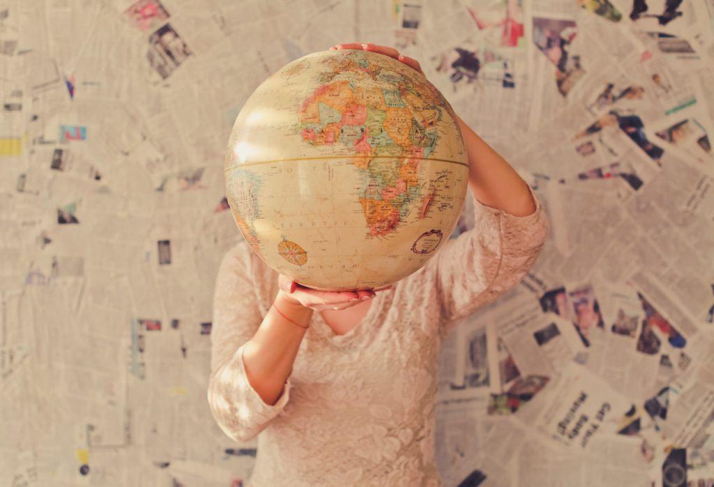 uoc-in3-globals-blog-post-literature-photo-by-slava-bowman-on-unsplash