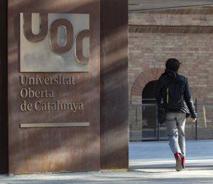 S'obre la quarta convocatòria de beques per cursar assignatures del grau de Llengua i Literatura Catalanes de la UOC en col·laboració amb l'Institut Ramon Llull